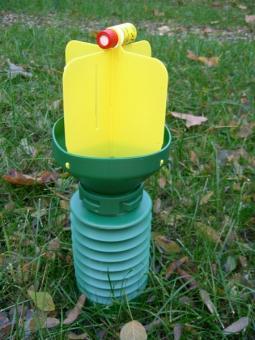Gartenlaubkäfer-Falle mit Dispensor und Lockstoff